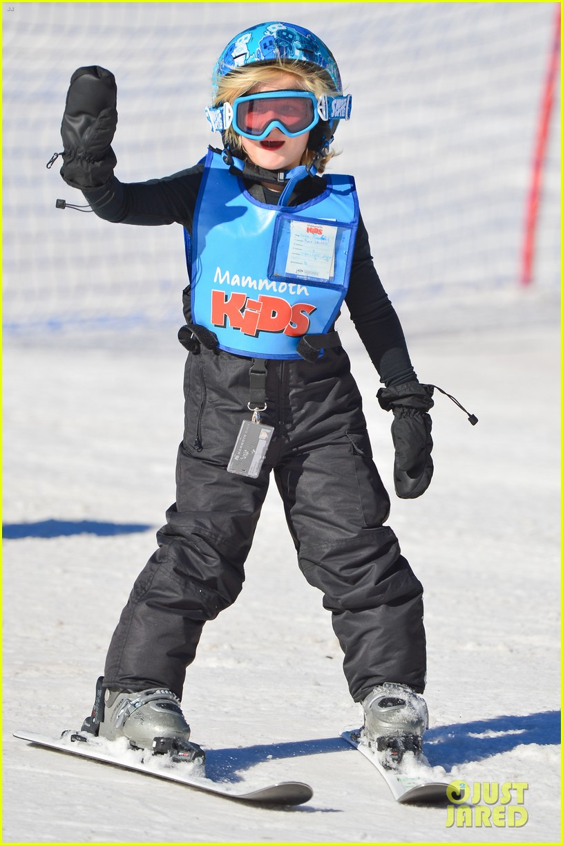 gwen stefani cheers on her boys while they go skiing 163021905