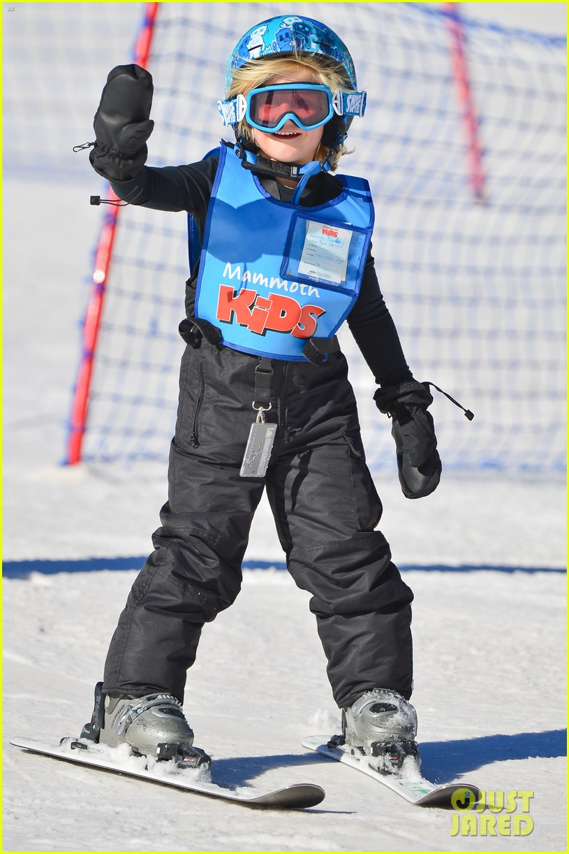 gwen stefani cheers on her boys while they go skiing 213021910