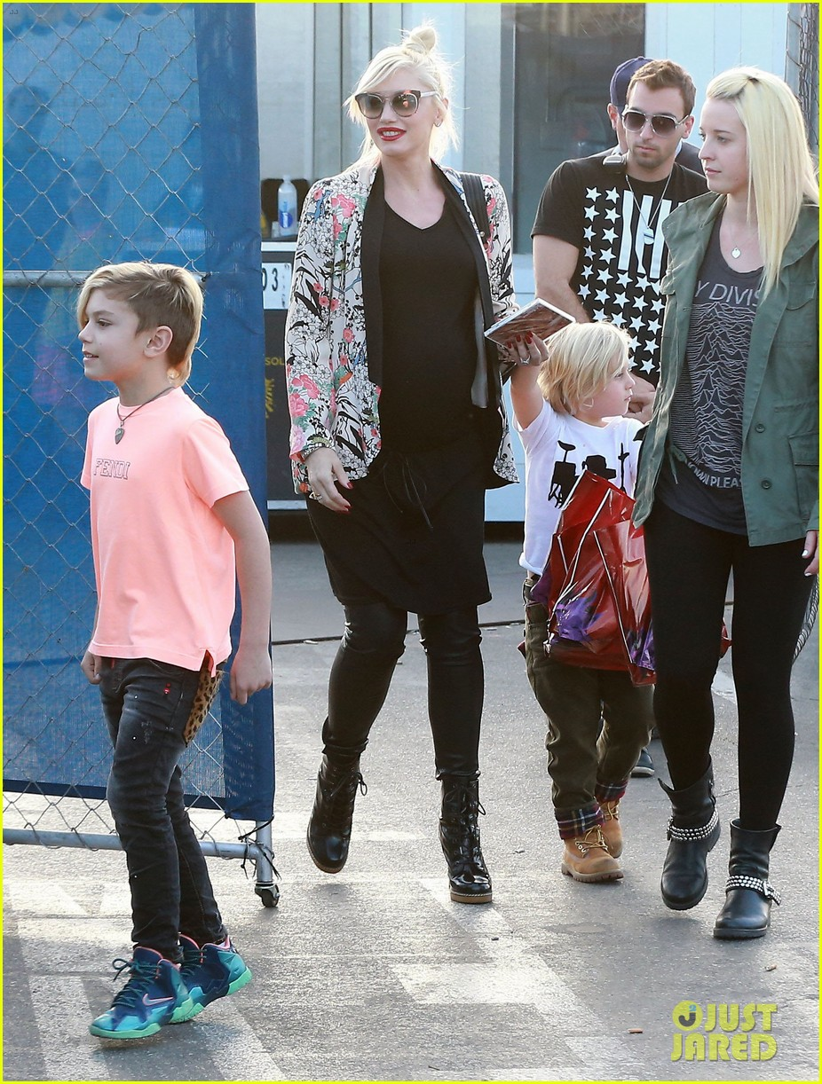 gwen stefani steps out with the family after baby boy news 043036983