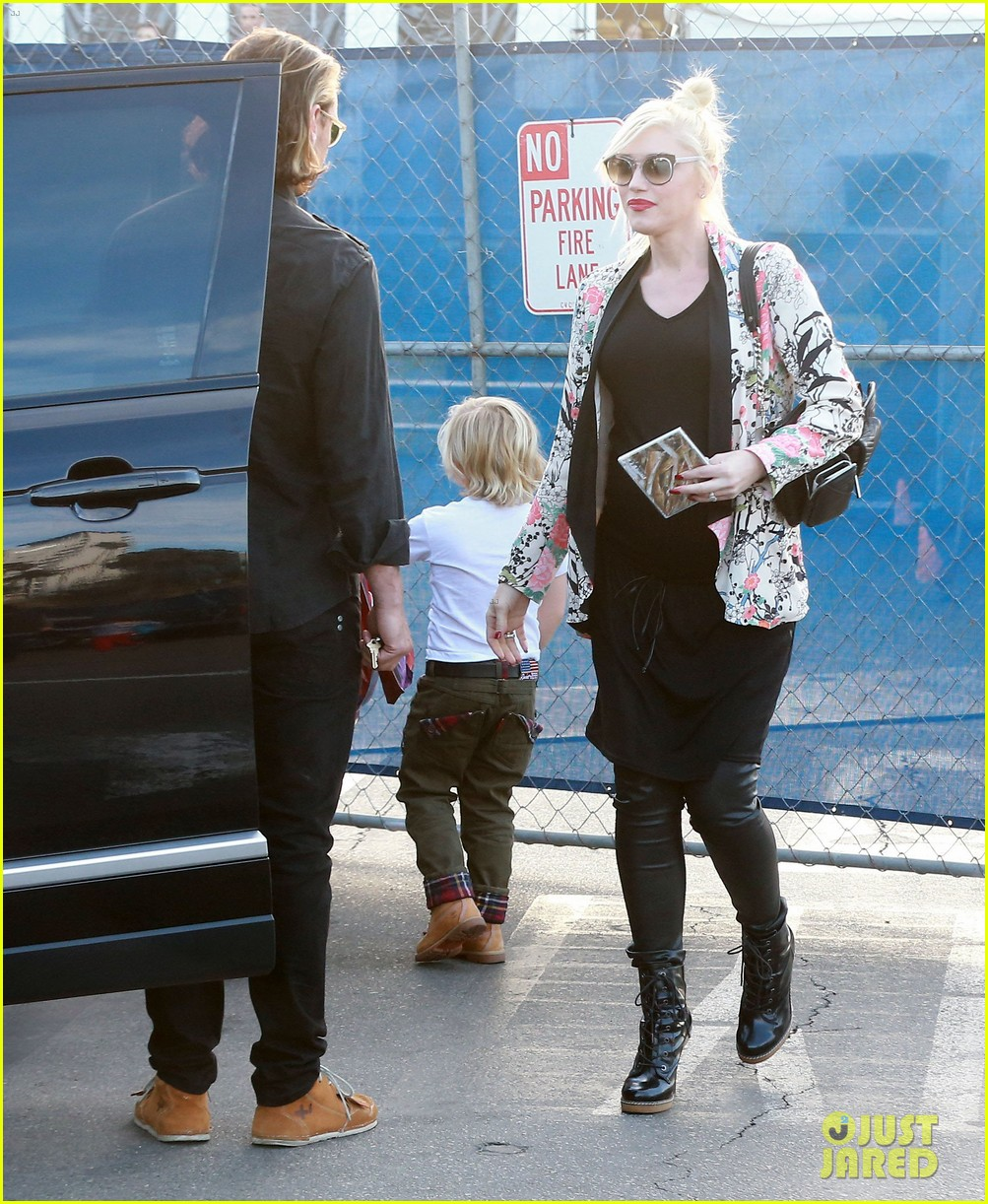gwen stefani steps out with the family after baby boy news 083036987