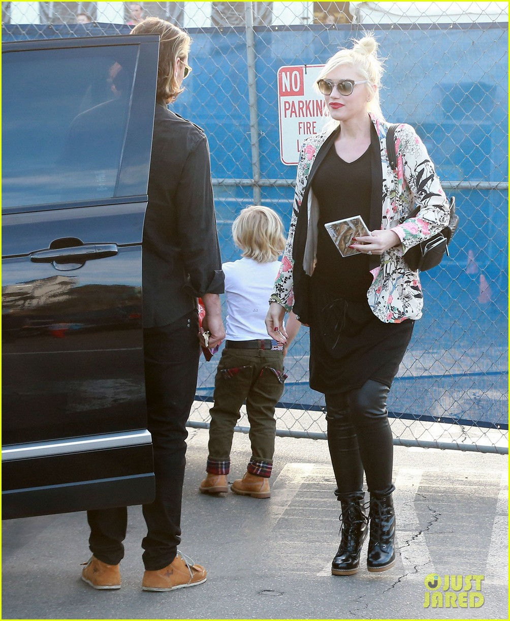 gwen stefani steps out with the family after baby boy news 093036988