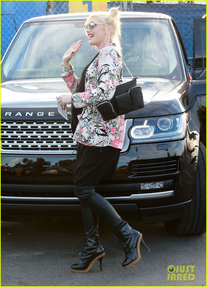 gwen stefani steps out with the family after baby boy news 113036990