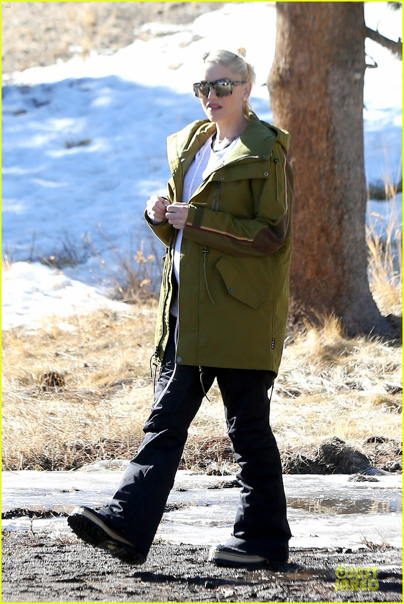 gwen stefani continues snowy mammoth vacation 063022274