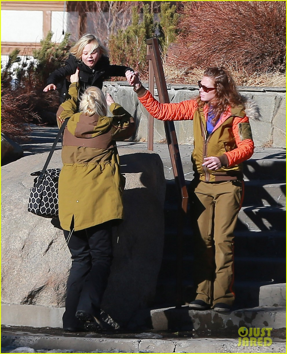 gwen stefani new years day with the family in mammoth 033021413