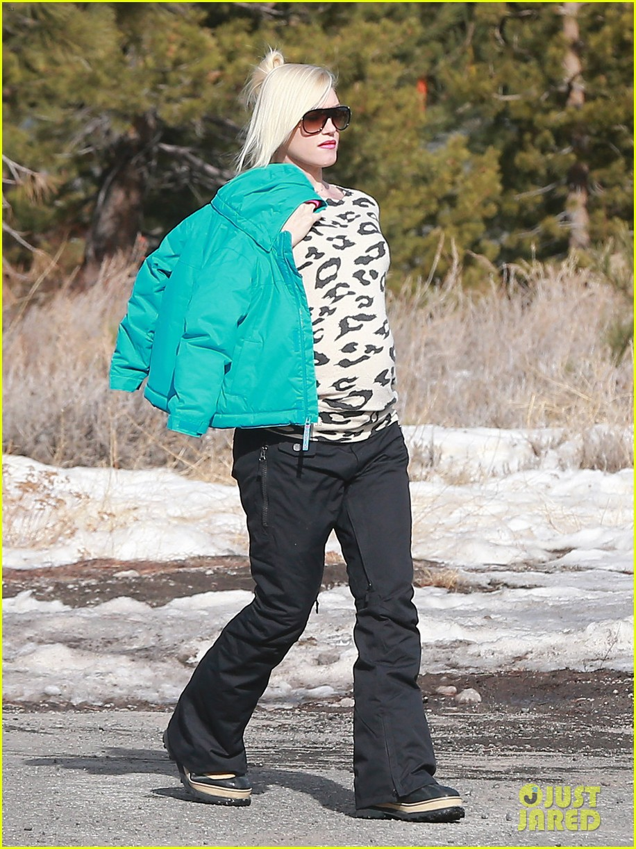 gwen stefani new years day with the family in mammoth 053021415
