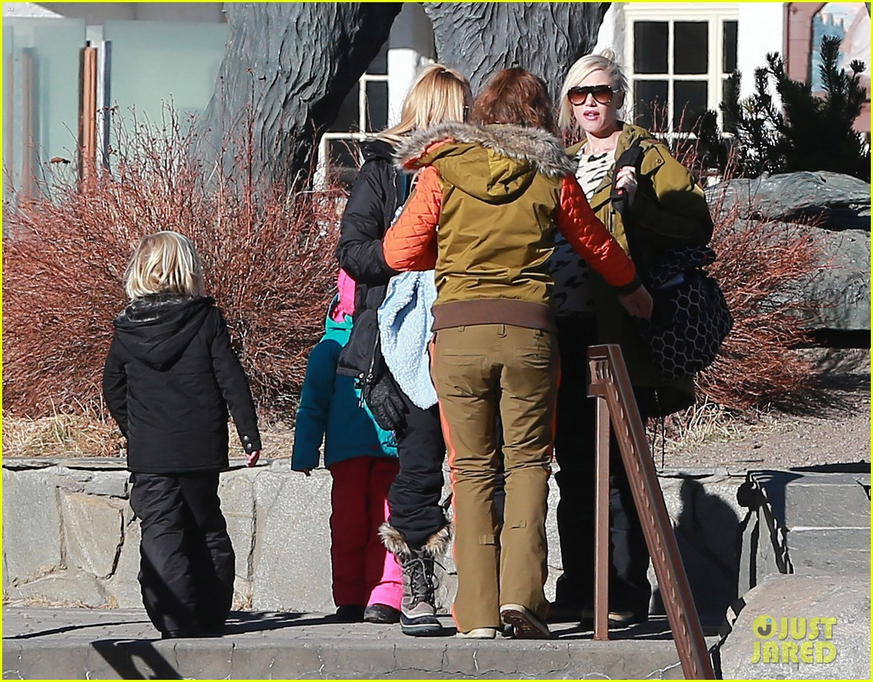 gwen stefani new years day with the family in mammoth 063021416