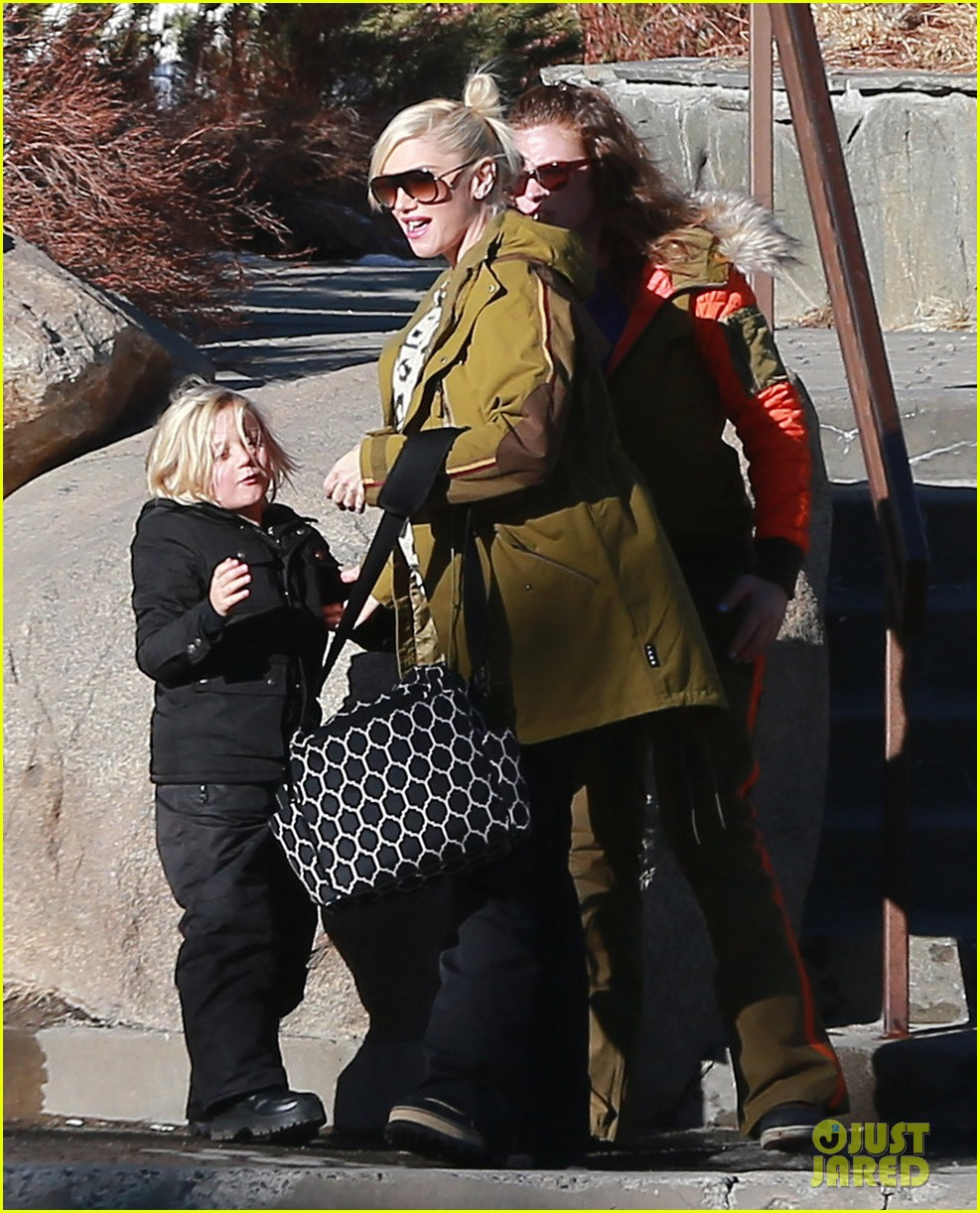 gwen stefani new years day with the family in mammoth 093021419