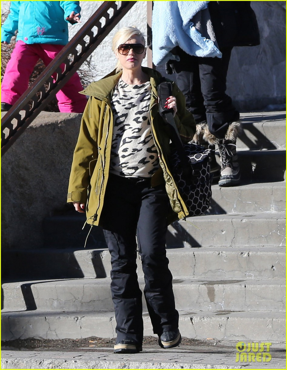 gwen stefani new years day with the family in mammoth 123021422