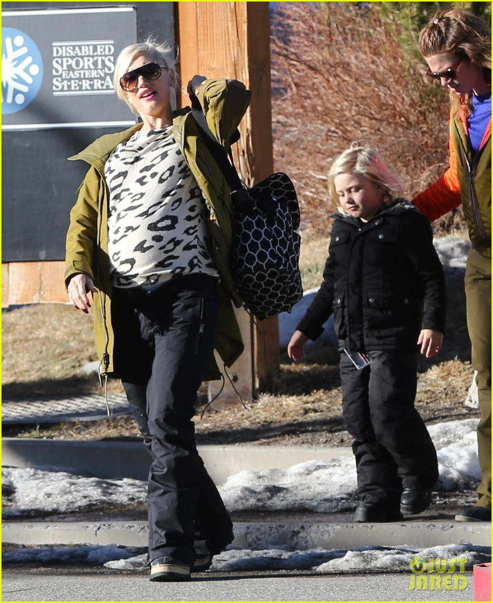 gwen stefani new years day with the family in mammoth 133021423