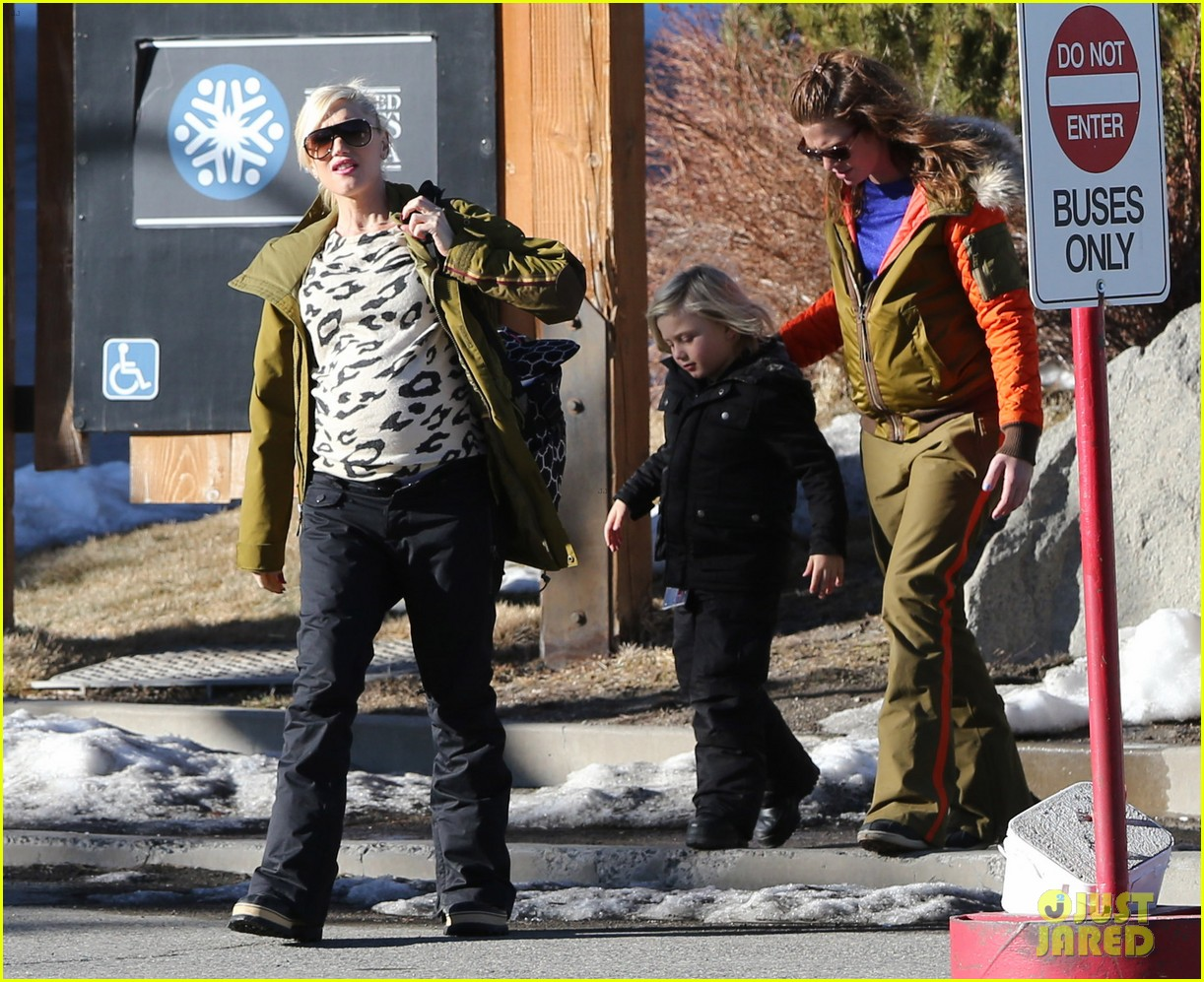 gwen stefani new years day with the family in mammoth 143021424