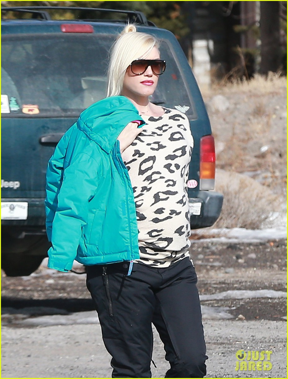 gwen stefani new years day with the family in mammoth 153021425