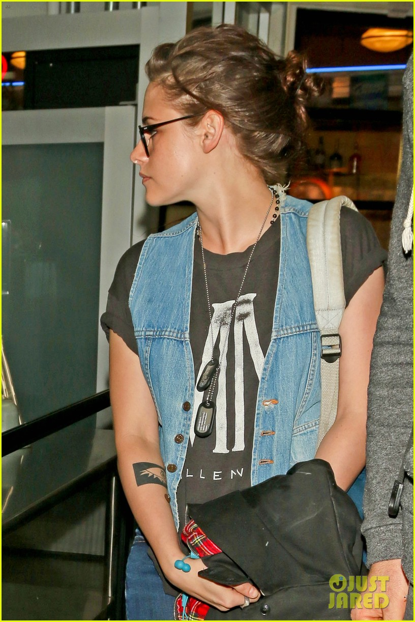 kristen stewart catches a flight amid 1984 remake news 073032818