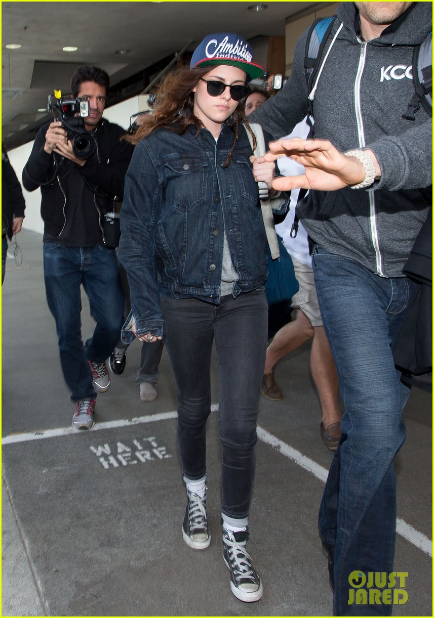 kristen stewart lands in los angeles after sundance fest 033035052