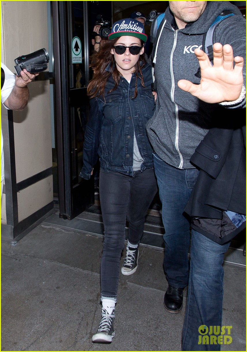 kristen stewart lands in los angeles after sundance fest 073035056