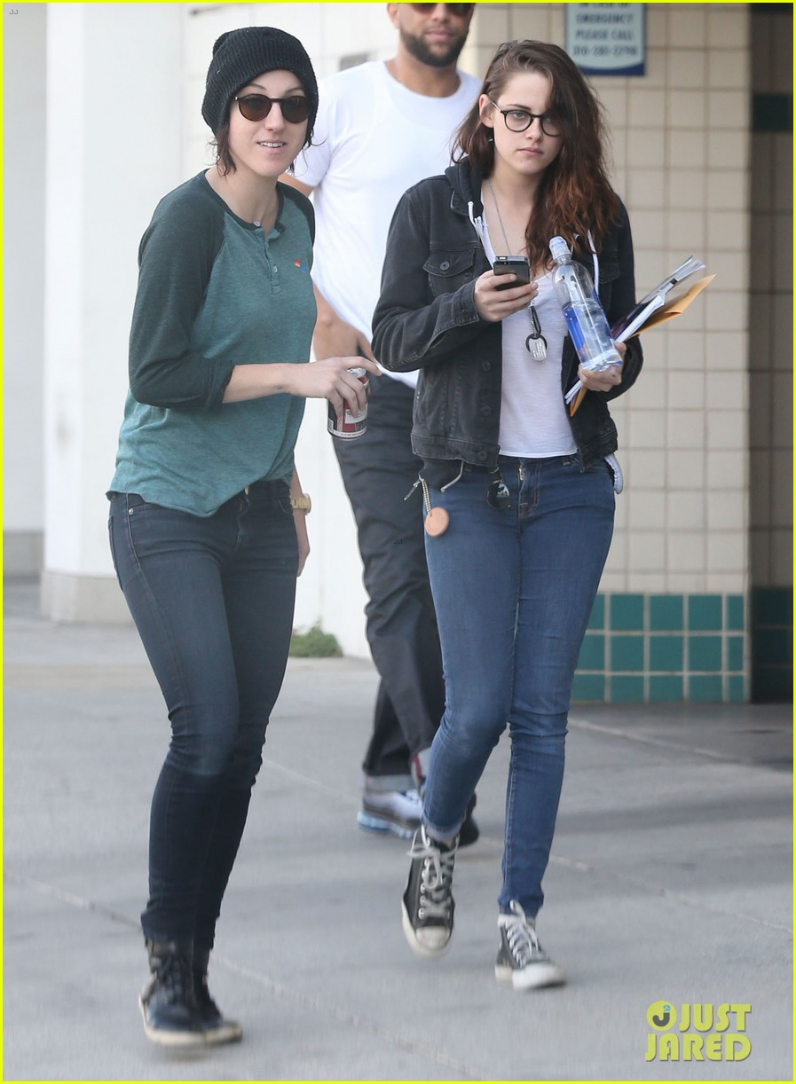 kristen stewart goes to the library with pal tamra natisin 01