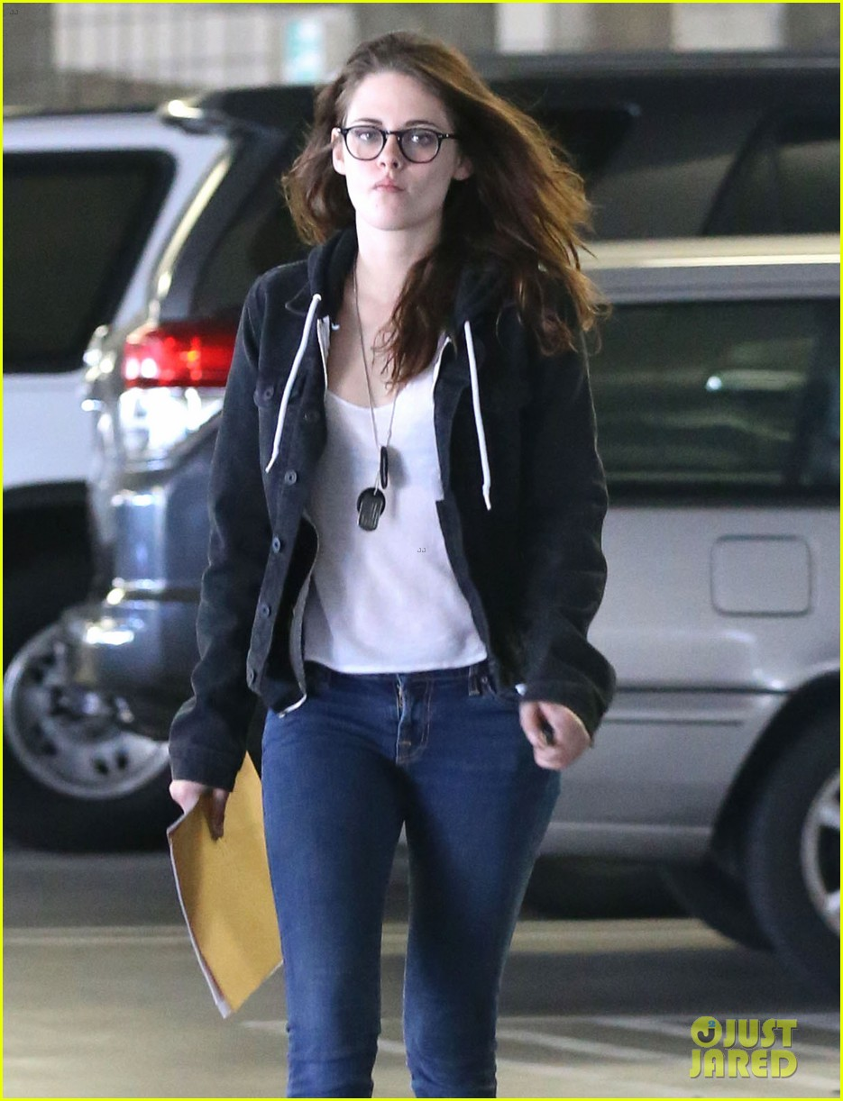 kristen stewart goes to the library with pal tamra natisin 063028207