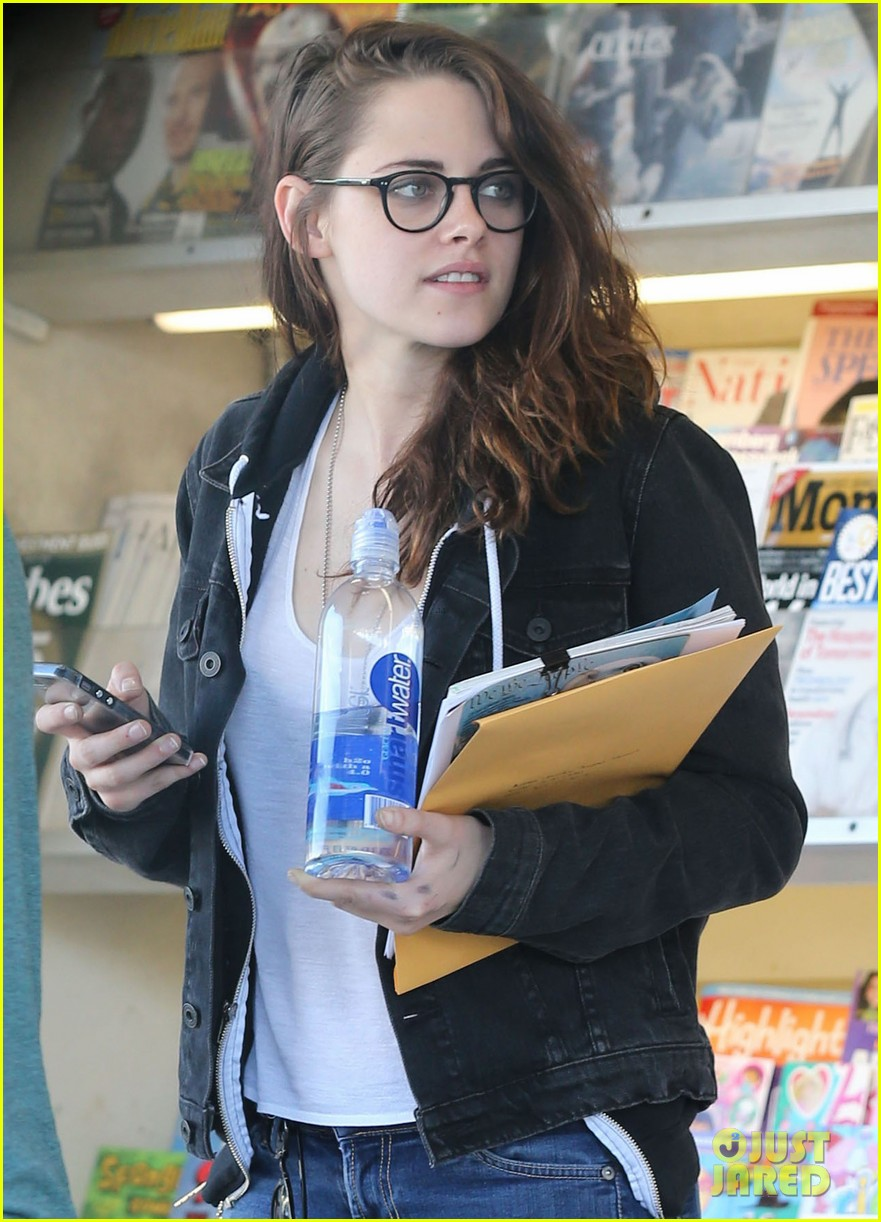 kristen stewart goes to the library with pal tamra natisin 11
