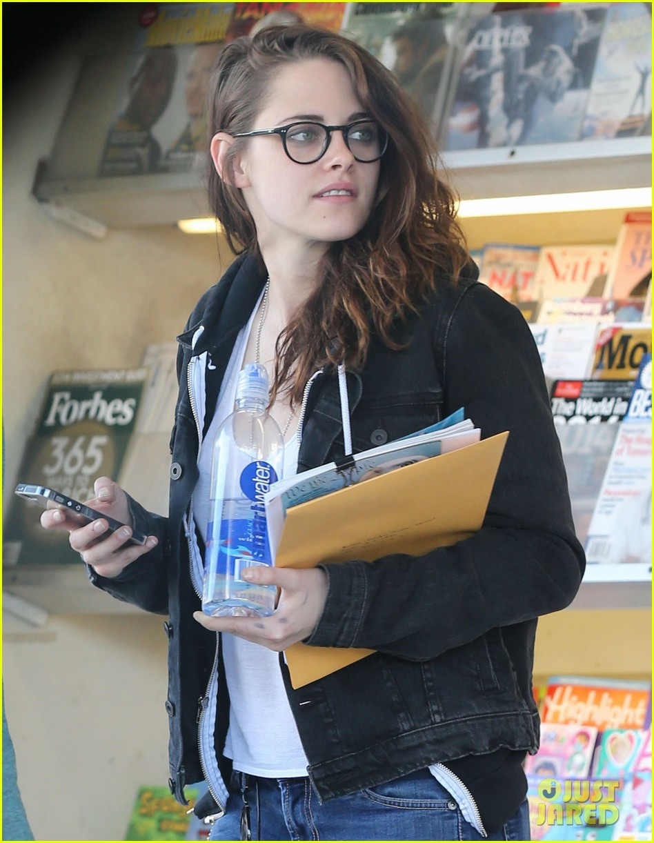 kristen stewart goes to the library with pal tamra natisin 133028214