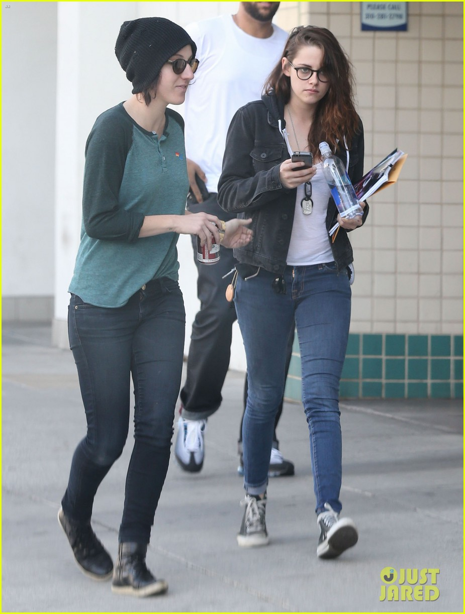 kristen stewart goes to the library with pal tamra natisin 153028216