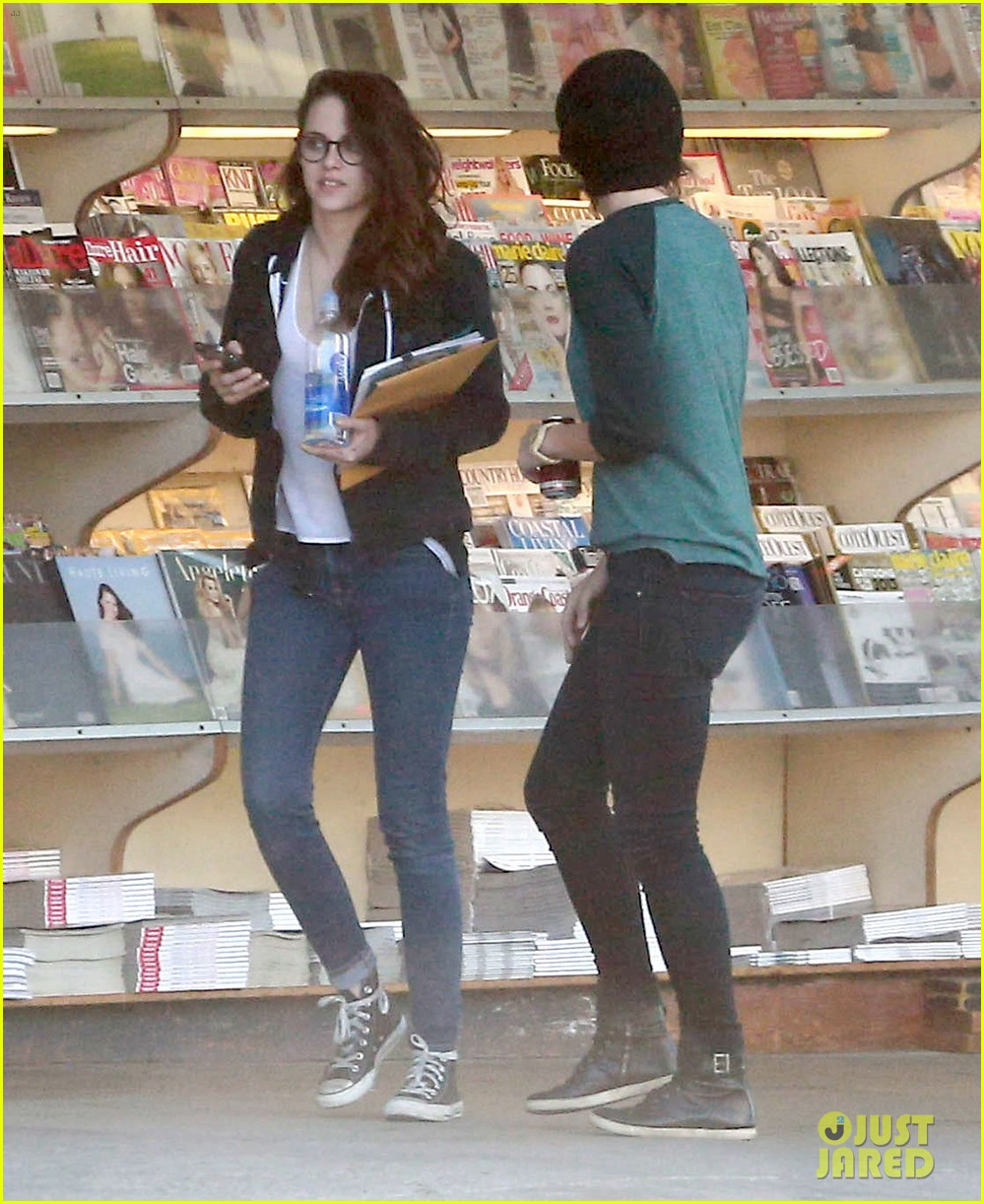 kristen stewart goes to the library with pal tamra natisin 243028225