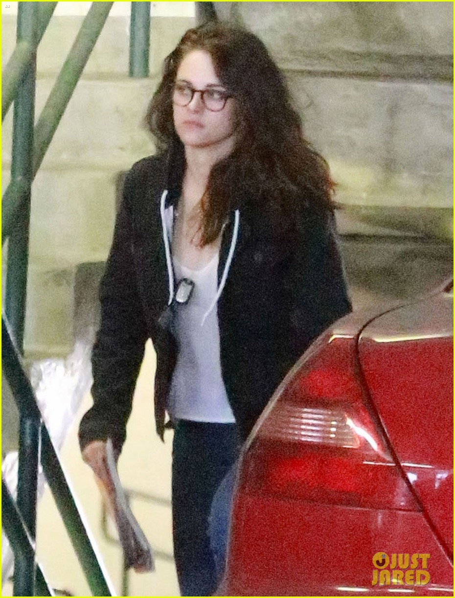 kristen stewart goes to the library with pal tamra natisin 25