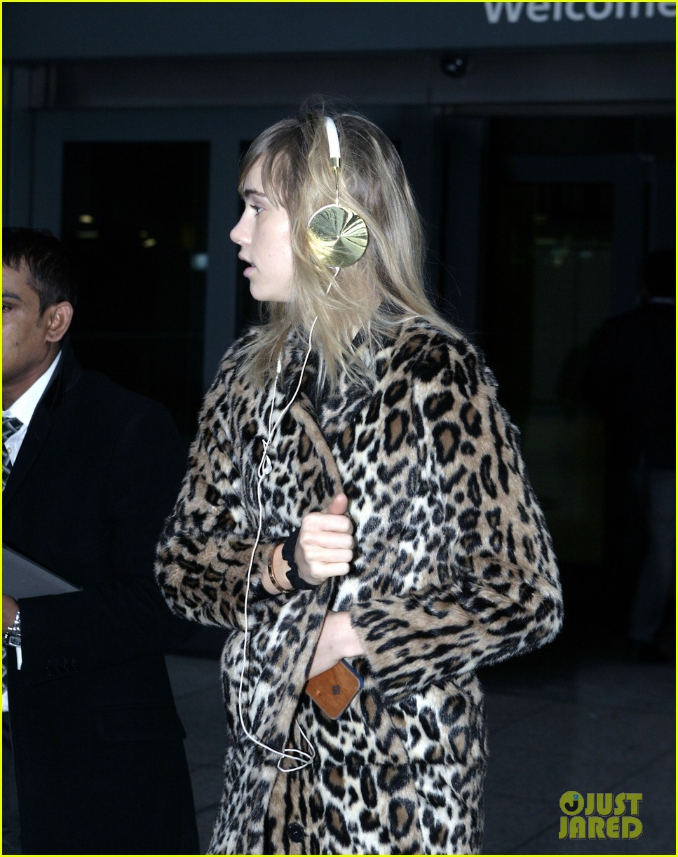 suki waterhouse back in london after joint bradley cooper party 083024433