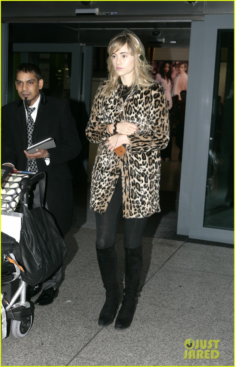 suki waterhouse back in london after joint bradley cooper party 103024435