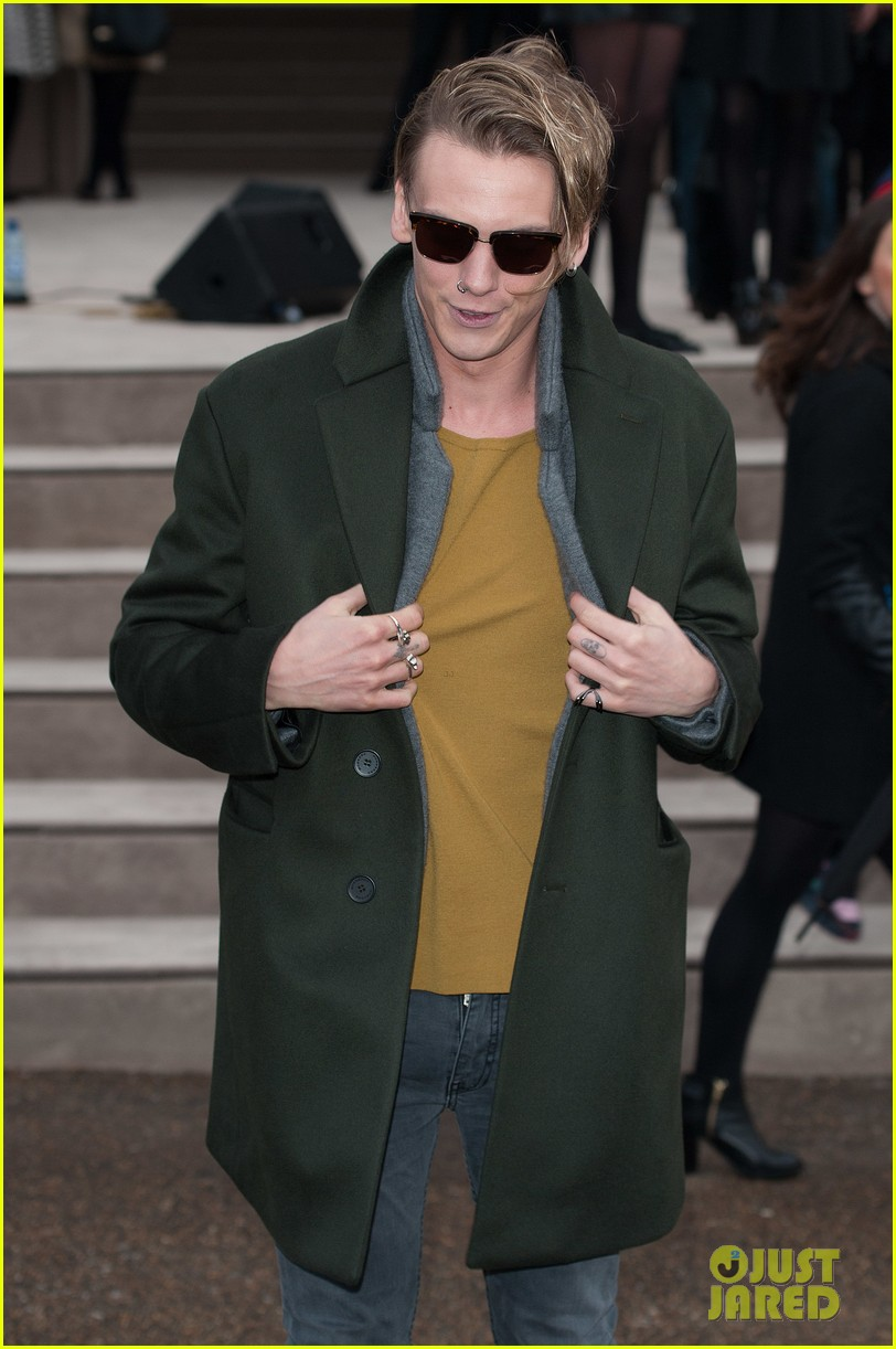 suki waterhouse jamie campbell bower burberry london show 063025253