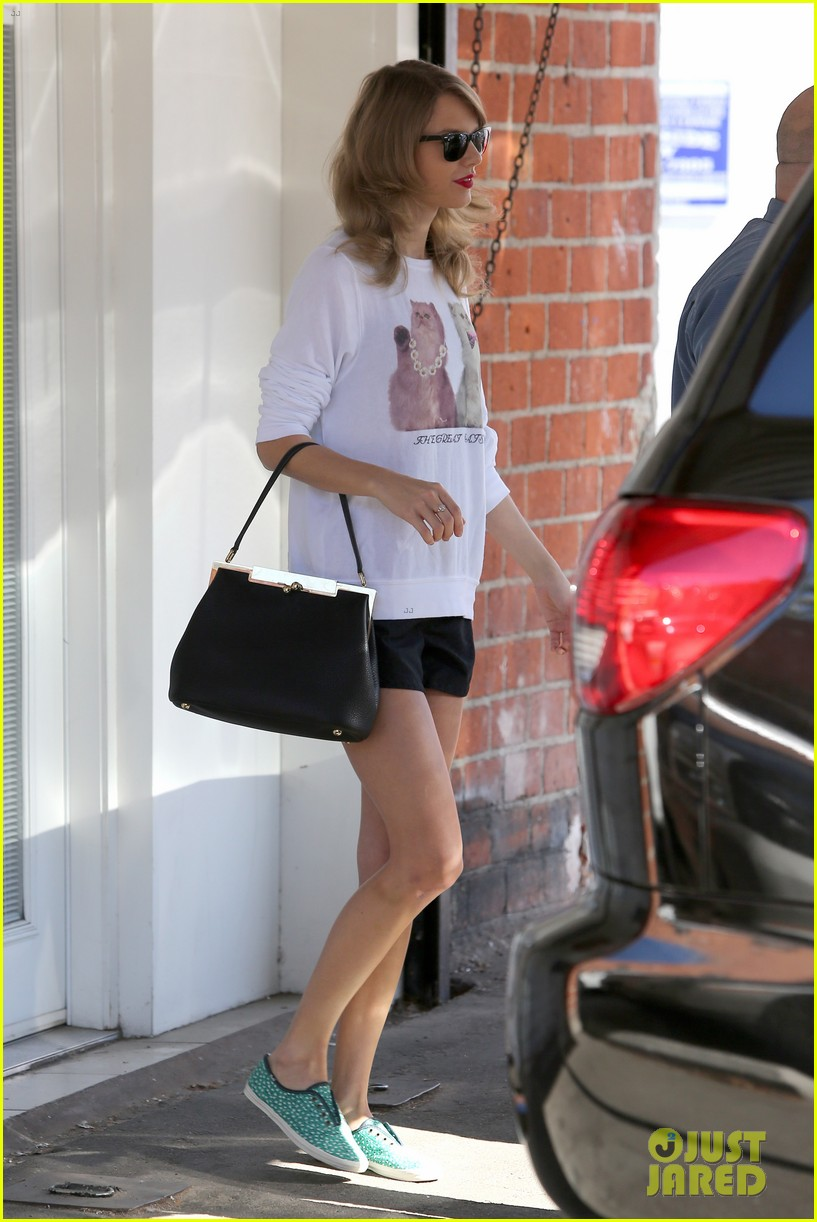 taylor swift bouchon lunch with new friend jaime king 08