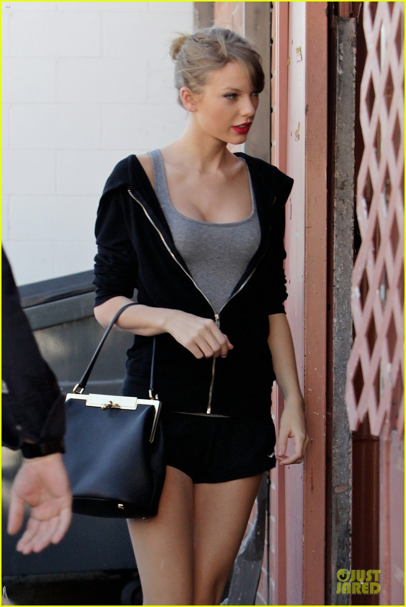 taylor swift dance studio practice after grammy performing news 04