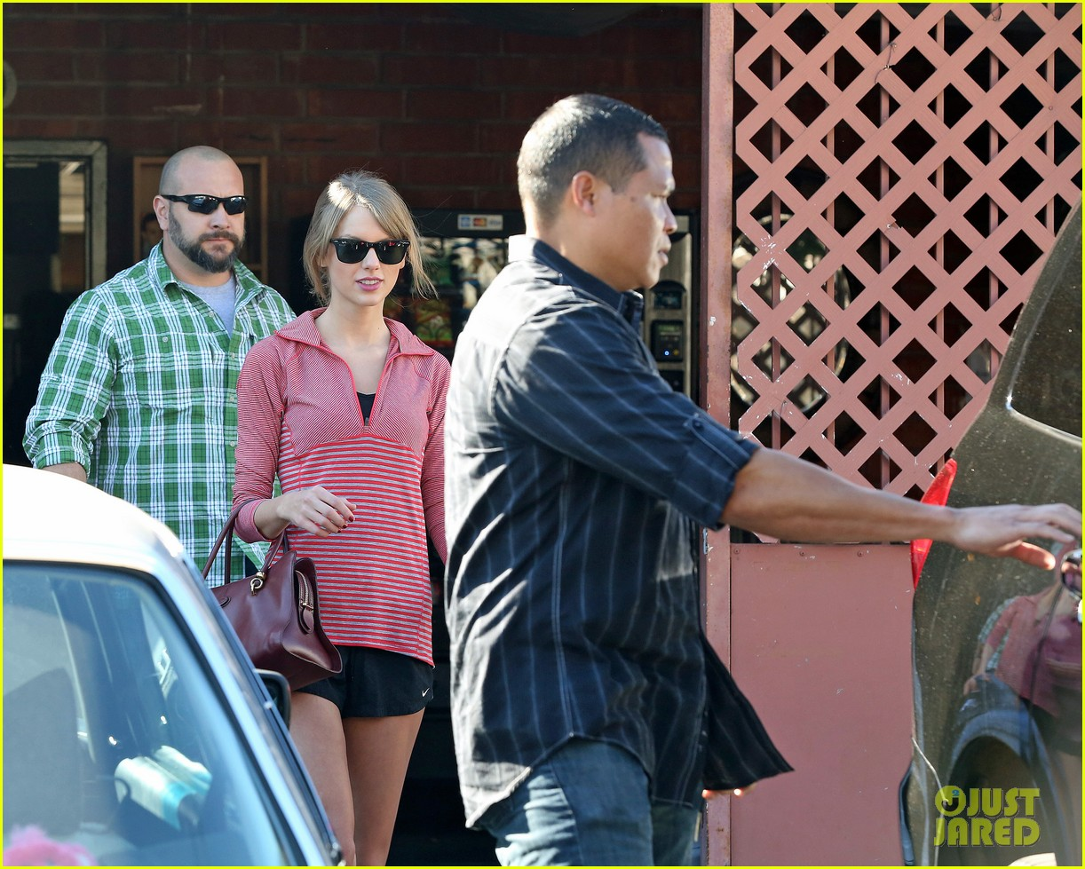 taylor swift spends new years day dancing 043031419
