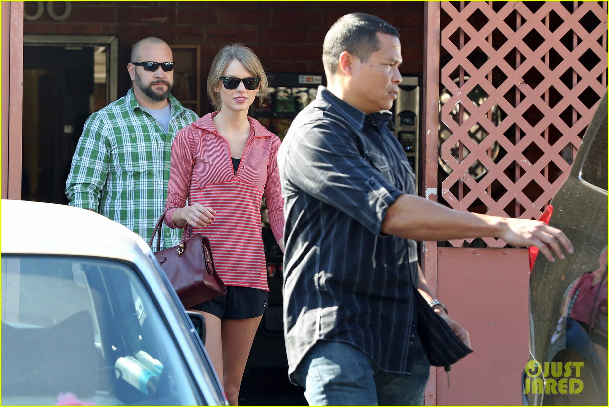taylor swift spends new years day dancing 073031422