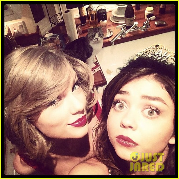 Taylor Swift New Year S Eve 2014 Party With Sarah Hyland Photo 3020862 2014 New Year S Eve Matt Prokop Sarah Hyland Taylor Swift Pictures Just Jared