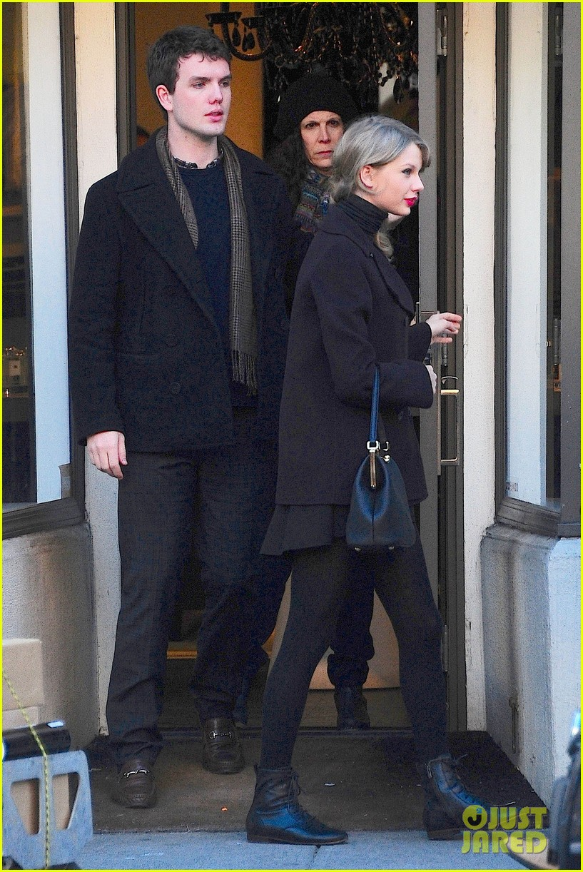 taylor swift brother austin go shopping in new york city 023026480
