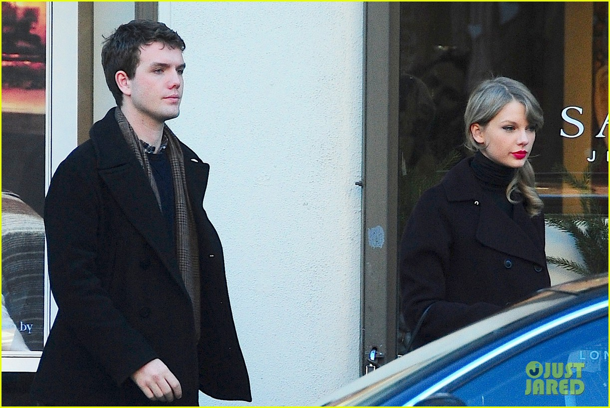 taylor swift brother austin go shopping in new york city 03