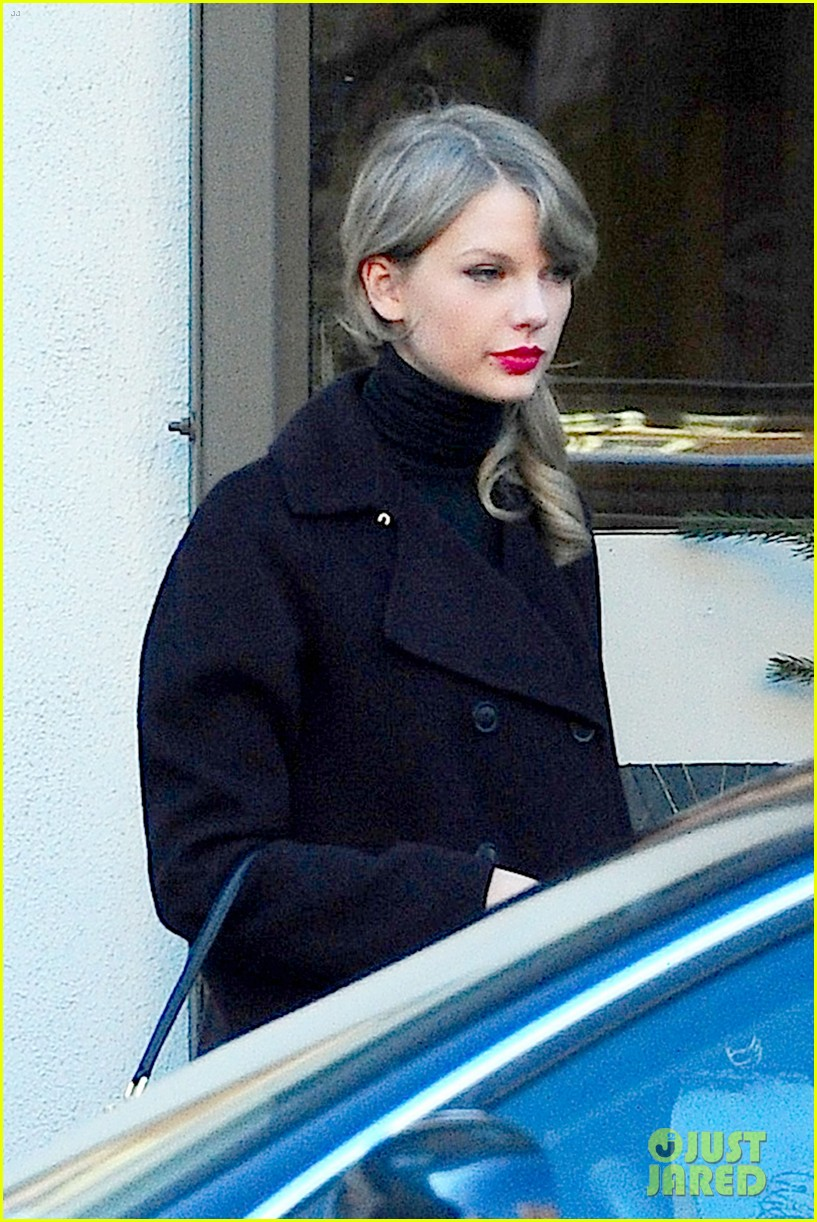 taylor swift brother austin go shopping in new york city 05