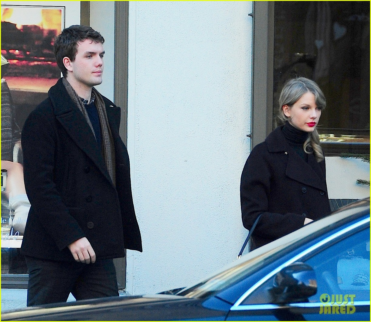 taylor swift brother austin go shopping in new york city 063026484