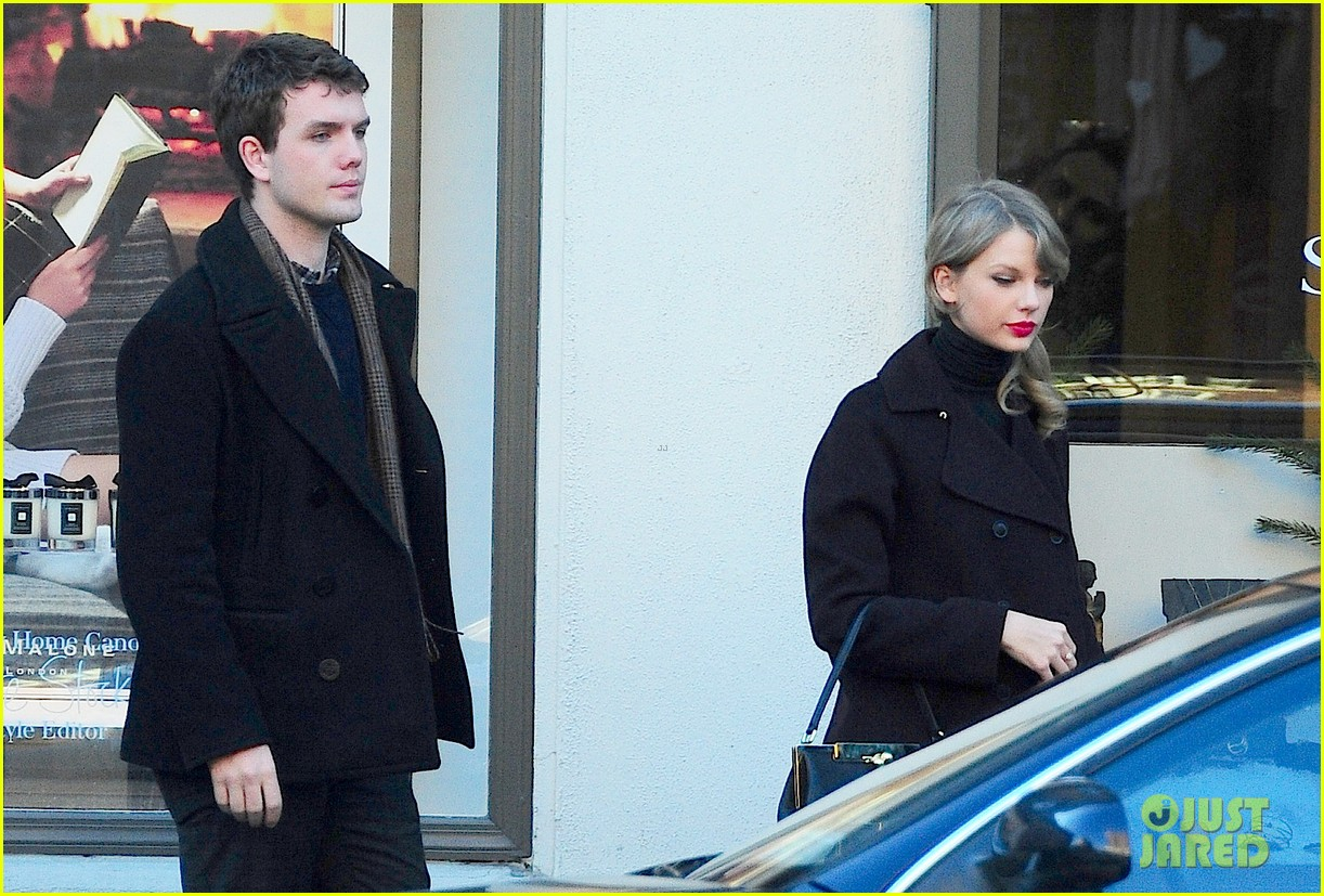 taylor swift brother austin go shopping in new york city 08
