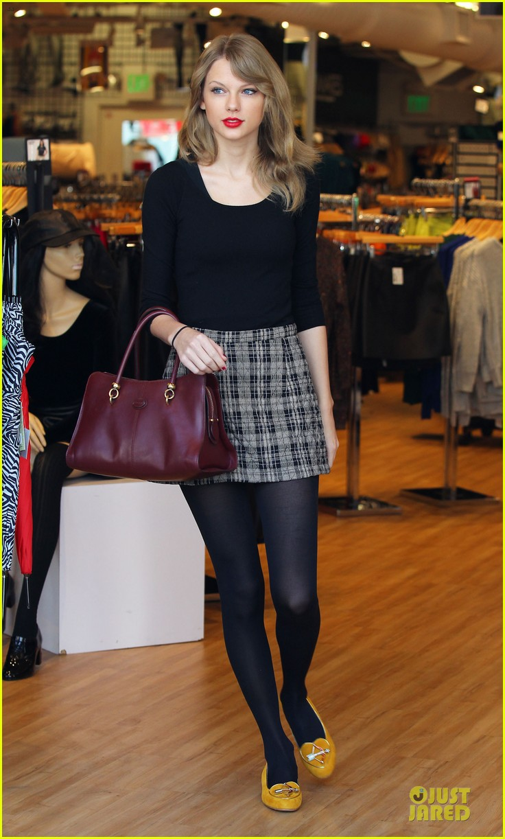 taylor swift starts new year with shopping 013022160