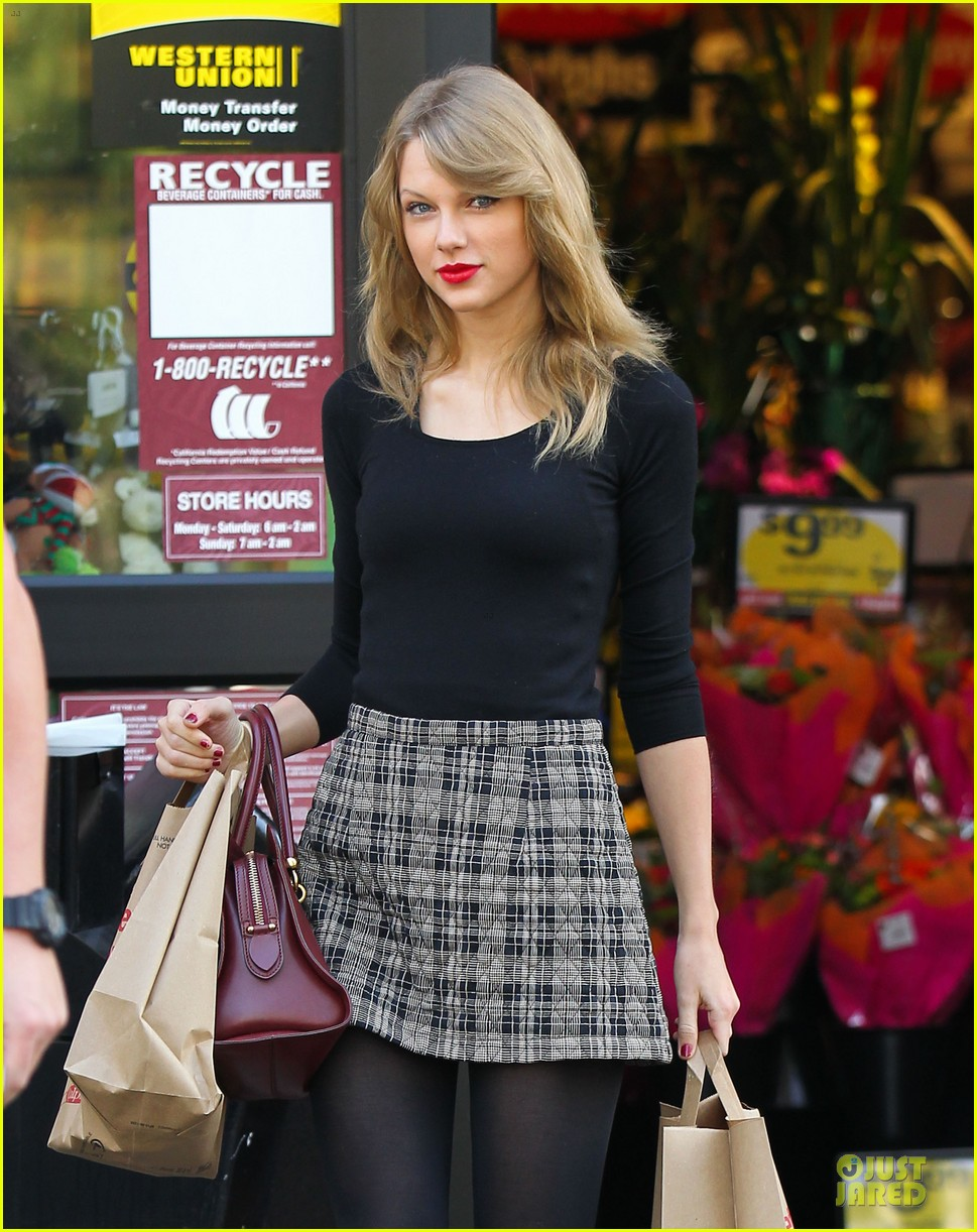 taylor swift starts new year with shopping 043022163