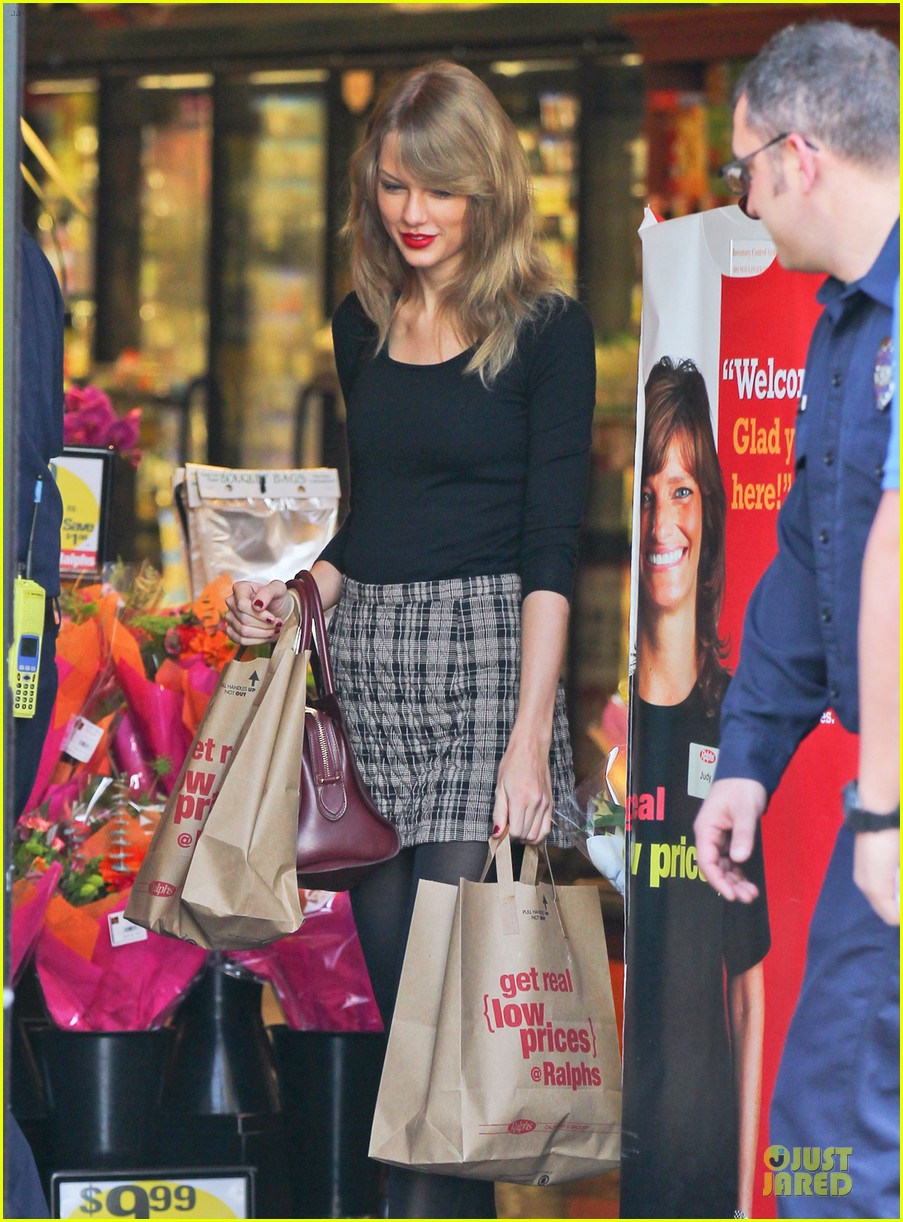 taylor swift starts new year with shopping 053022164