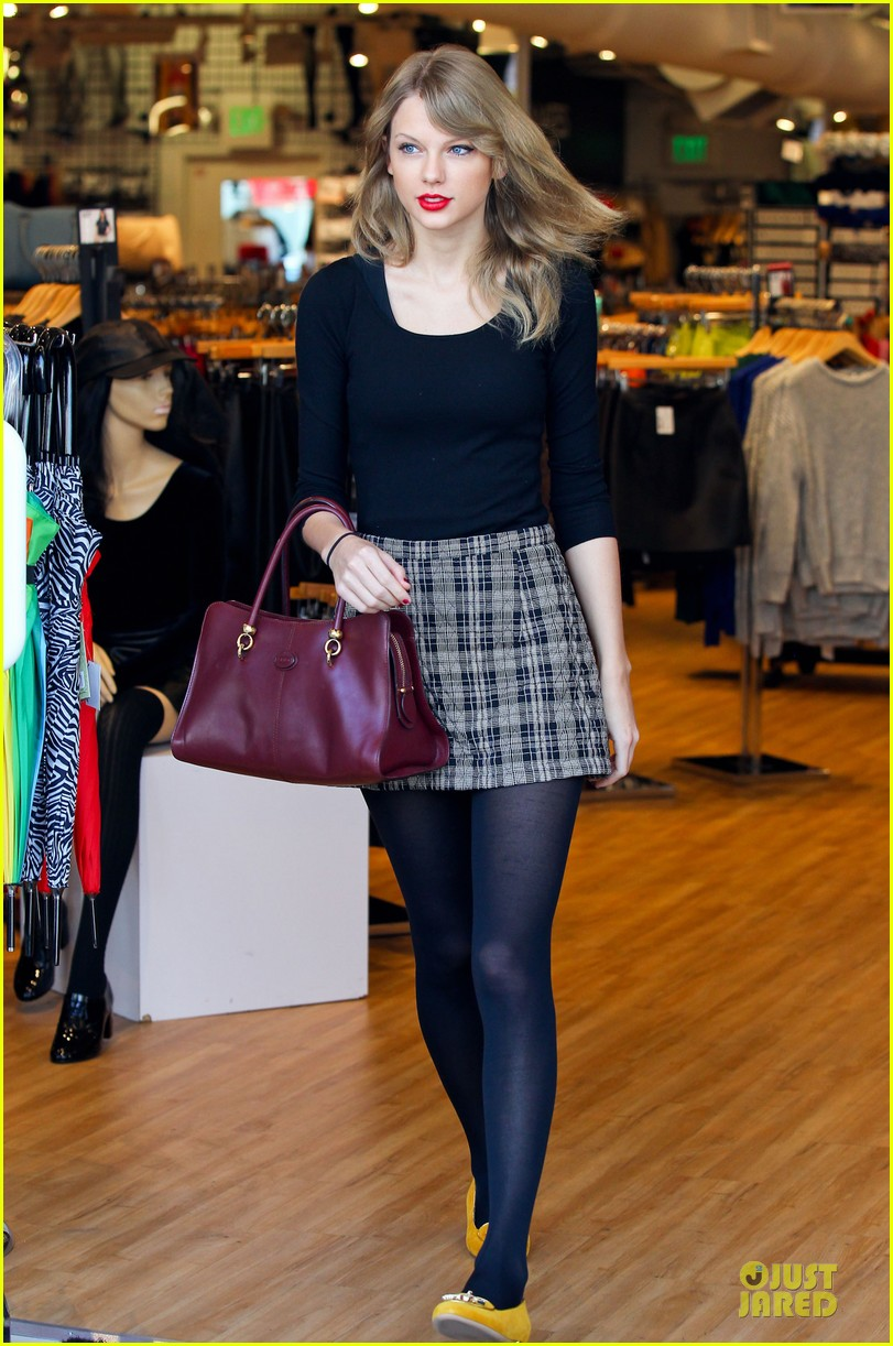 taylor swift starts new year with shopping 073022166