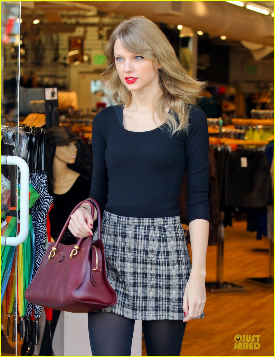 taylor swift starts new year with shopping 10