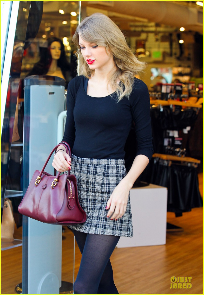 taylor swift starts new year with shopping 113022170