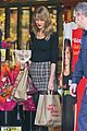 taylor swift starts new year with shopping 05