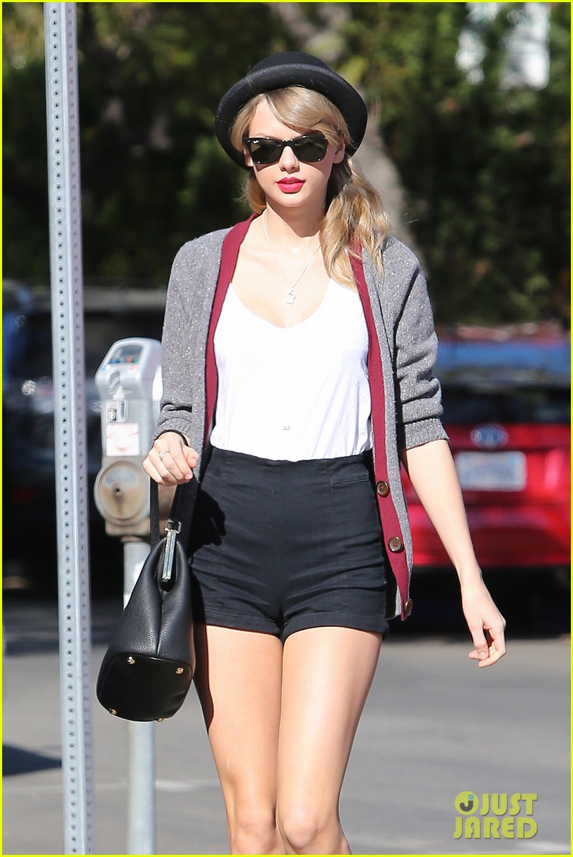 taylor swift shows off her legs for days after oscar snub 073032833