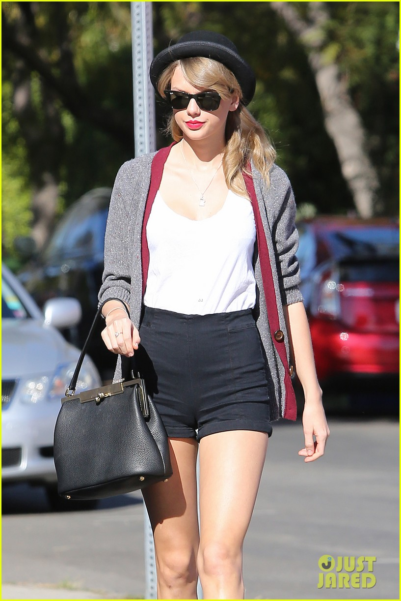 taylor swift shows off her legs for days after oscar snub 093032835