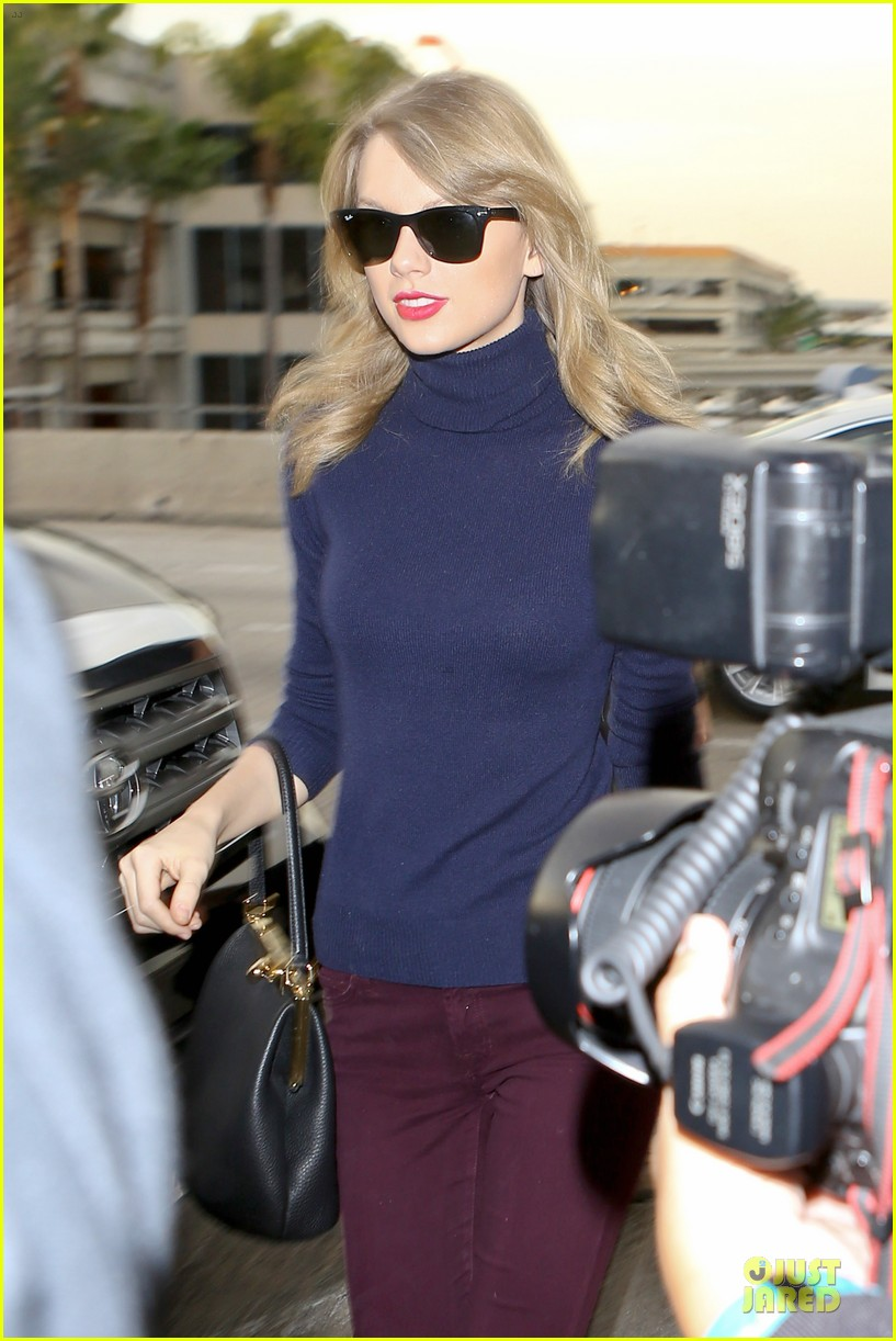 taylor swift i remember to stay in touch with best friends 043043079