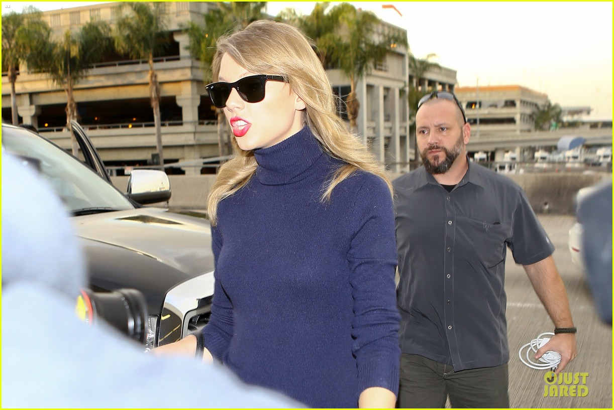taylor swift i remember to stay in touch with best friends 113043086