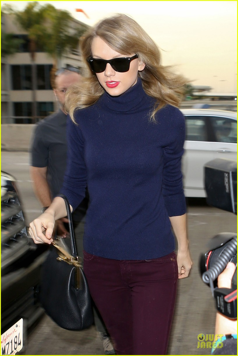 taylor swift i remember to stay in touch with best friends 123043087
